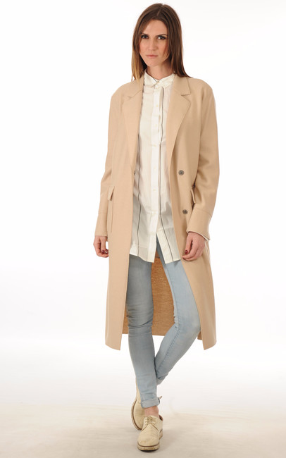 D'une élégance intemporelle, la veste pour homme a tout pour conférer un look moderne et viril. Des blousons zippés aux doudounes pourvues d'un col montant en passant par les modèles en jeans à effet usé, les vestes pour homme de cette sélection se déclinent dans un .