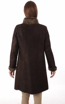Peau lainée marron foncée