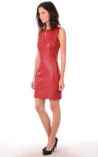 Robe en cuire rouge
