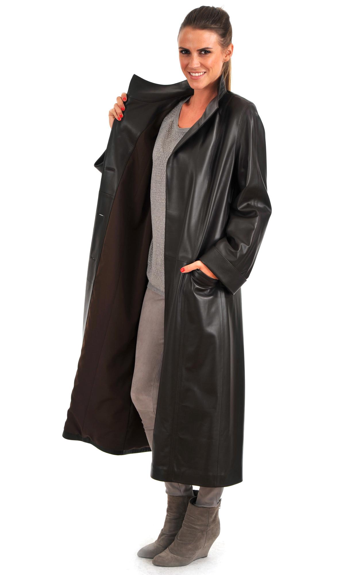 La plupart des manteaux de cuir sont faits de cuir d'agneau, un cuir doux et souple dit 'poreux'. Ils n'ont pas de couche de protection pouvant empêcher une teinture ou .