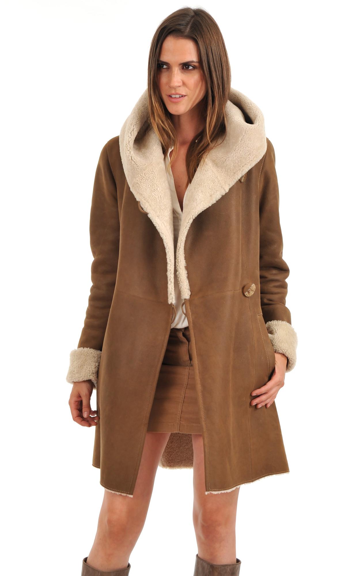 Manteau femme peau lainee avec capuche
