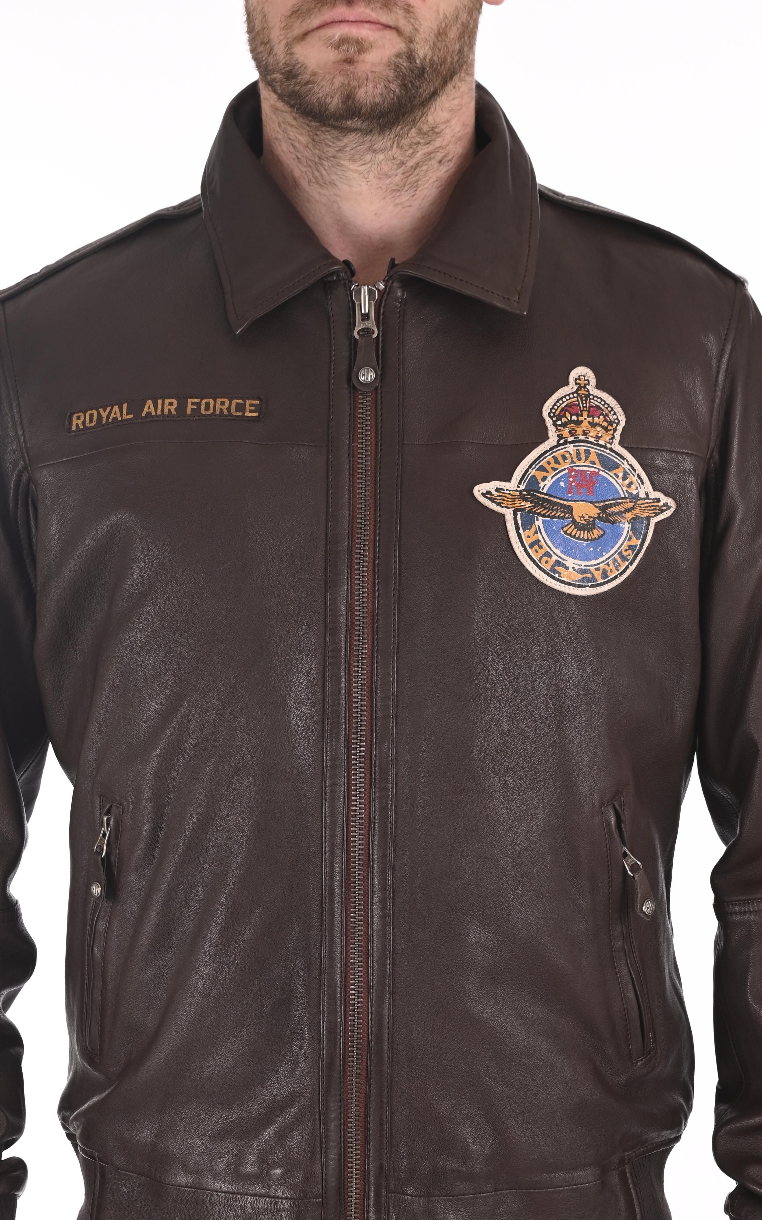 Pilote Douglas marron Royal Air Force